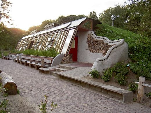 Aardhuis Earthship – A self-build ecological house
